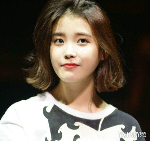 甜美中短发发型,齐肩长度的直发图片
