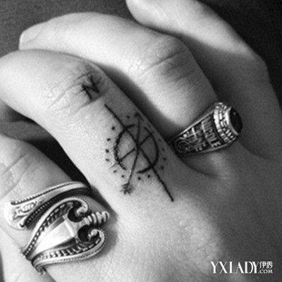 首先是这款指南针纹身图片