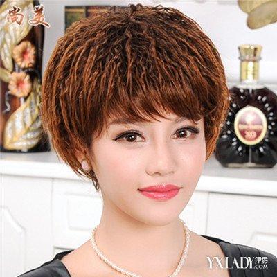 女生层次感纹理烫发型图片