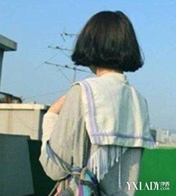晒晒女生短发背影生活照 帅而不失美丽
