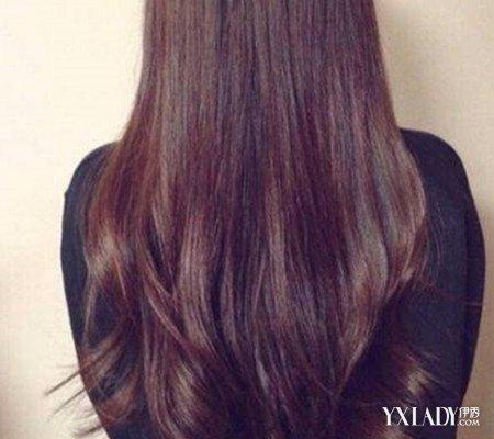 女神长发背影图片  2,亮点依然在发尾,发尾的弧度的内卷,打破了直发图片