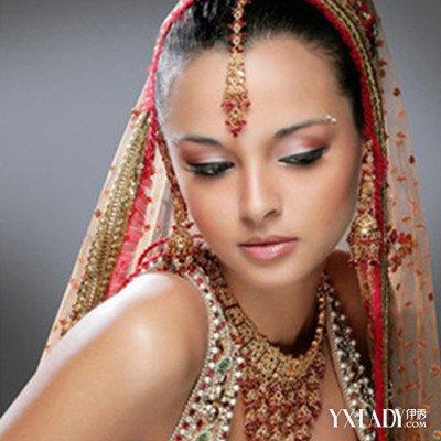 内双画眼线的技巧图解展示 教你正确化妆展现大眼睛风采