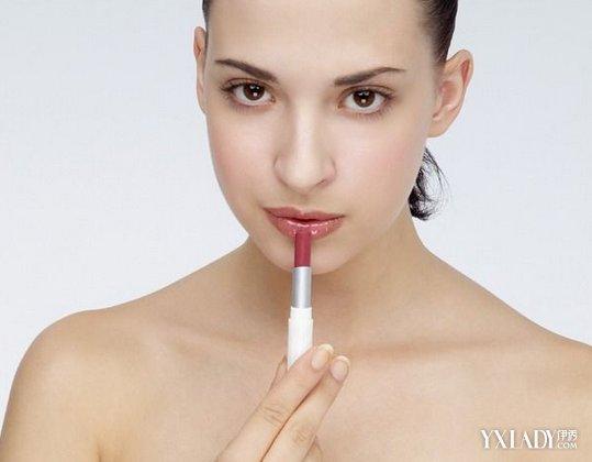 【图】涂唇膏好看呢?4大步骤教你涂视频贼鬼6唇膏图片