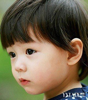 发型 流行发型 正文   一款发质偏硬的小女孩短发发型送上来,齐刘海发