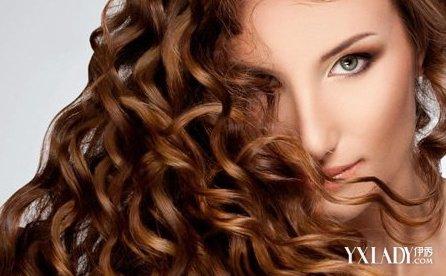 【图】卷发还是发该湿棒头干呢教你护理头发亮度颜色图片