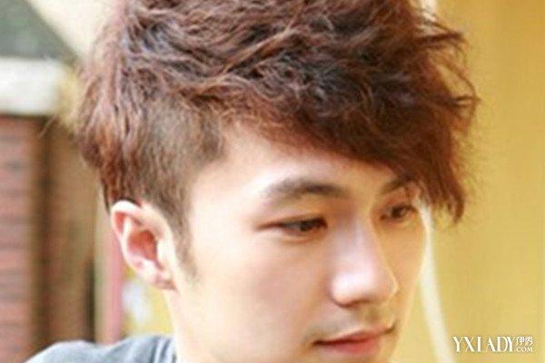 发型 流行发型 正文  十分可爱小帅气的男生,弄上一款偏分刘海的烟花图片