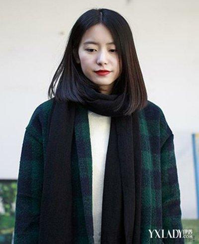 中分黑直发发型,是一款十分流行有潮感的女生发型样式,彰显清新文艺感图片