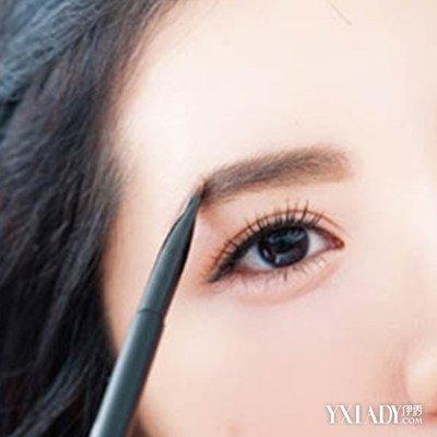 圆脸女生画眉毛的技巧图解 6大步骤让你拥有小v脸图片