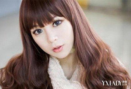 发型 流行发型 正文   秀丽感觉的长发发型设计,褐色和奶茶色染发颜色图片