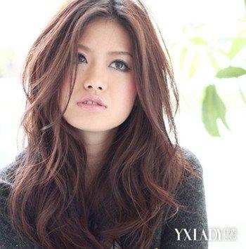 分享中分长发卷发发型图片 4种中分发型让你变美丽图片