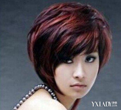 这是一款使用了纹理烫的女生的短发发型,挑染的是棕红色的头发,看图片