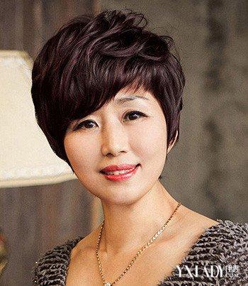 中年女士纹理短发烫分享展示图片