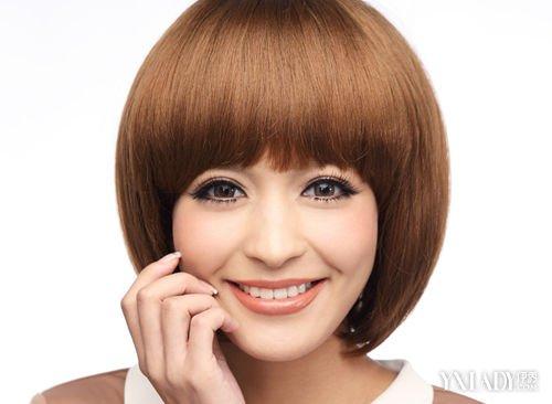 2011斜刘海发型图片 方脸短_发型设计图片