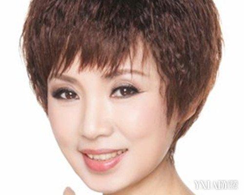 中年短发烫发图片 凸显优雅气质的烫发推荐图片