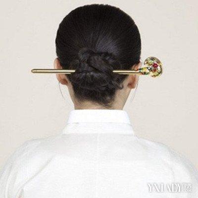 【图】中短发发簪盘发教程展示 高贵复古发型让你秒变