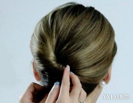 怎么不用皮筋盘头发呢 教你扭一扭发夹固定出优雅盘发