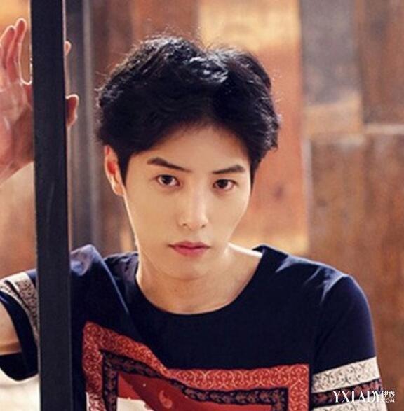 男韩式短发烫发发型图片 帅气卷发演绎阳光暖男图片