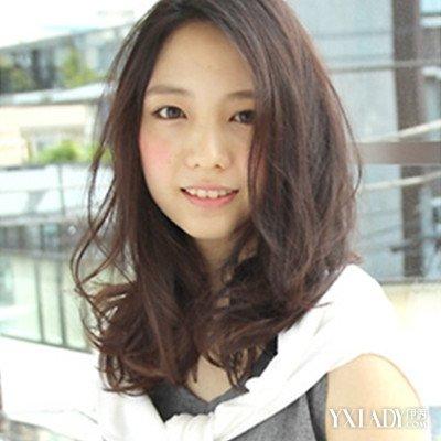 女生中长头发发型分享 烫卷造型清新简约还减龄