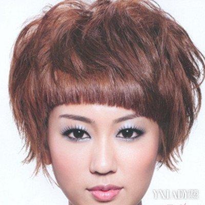 女士短发纹理烫发型图片展示 打造别致的时尚感图片