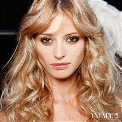 女生小波浪卷中长发型图片大全 四款发型让你美美哒图片