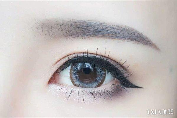 如果你实在判断不出自己属于什么脸型,最靠谱的就是画标准眉.