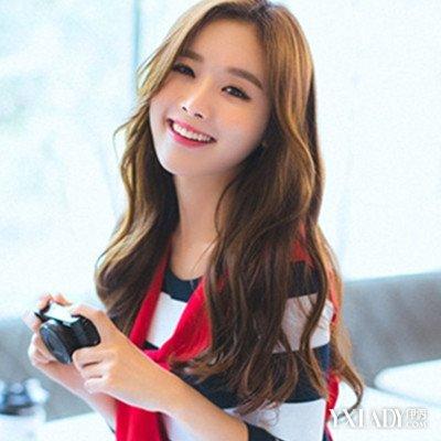 韩国女生卷发发型图片展示 浪漫卷发演绎时尚女神范图片