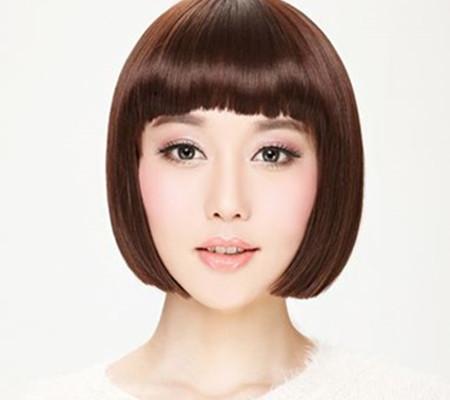 适合大方脸女生的短这款方脸大脸女孩子短直发宴会发型,将年轻女孩子图片