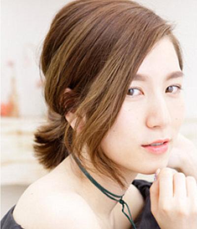 女生齐刘海短发怎么扎好看呢 推荐两款俏皮可爱的扎发发型