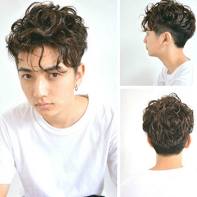 发型 流行发型 正文  个性纹理烫发的这款男生卷发发型显露出无比清爽