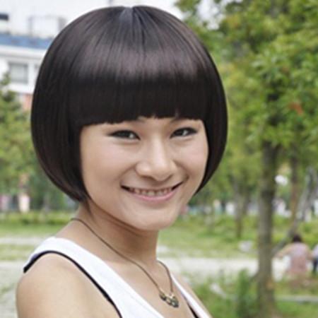 发型 流行发型 正文  直发齐耳短发:不论是齐刘海还是发尾都裁剪的很