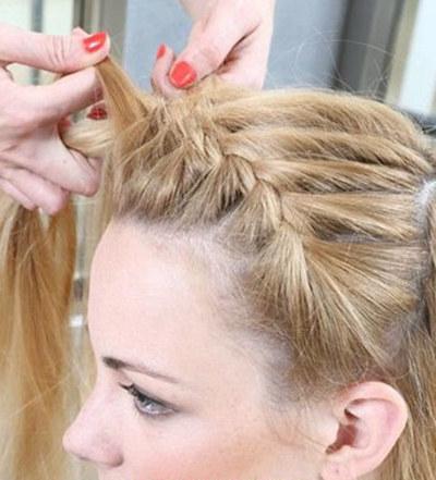 怎样编辫子发型图解步骤详解 教你打造一款可爱甜美的编发