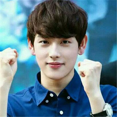 【图】胖胖的男生适合的发型有哪些 韩式烫发瘦脸显帅气图片