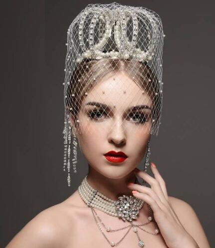 【图】皇冠发型怎么梳 盘点新娘戴皇冠发型的各种设计