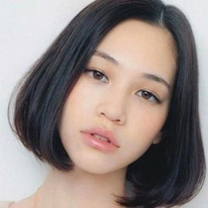 圆脸女生适合的发型图片及圆脸女生适合的短发图片