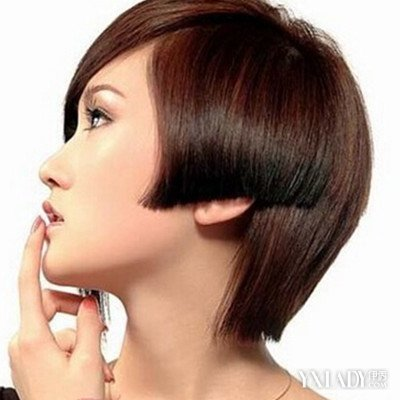 发型 流行发型 正文  不规则沙宣头短发 这款适合圆脸女生的沙宣头