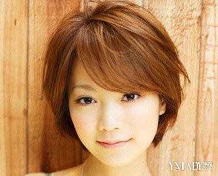 当一个女生的脸型是一个国字的脸的话,应该去做什么样的发型合适呢.图片