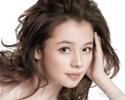 女生圆胖脸,美人尖,额头窄适合什么发型,不要刘海,坐等急