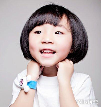 【图】齐刘海短发小女孩图片大全 四款发型打造可爱萌娃图片