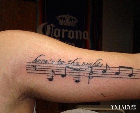 男生手臂简单小纹身 个人风格凸现明显图片
