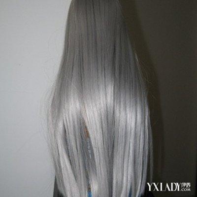 有谁知道壁纸里有一个灰色头发的这是什么动画片吗?