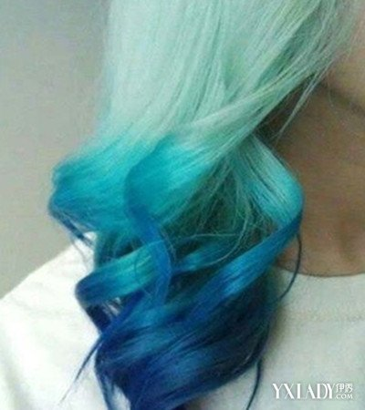 闷青色头发让女孩子搭配一款时尚发型会给你很新潮有独特个性的感觉