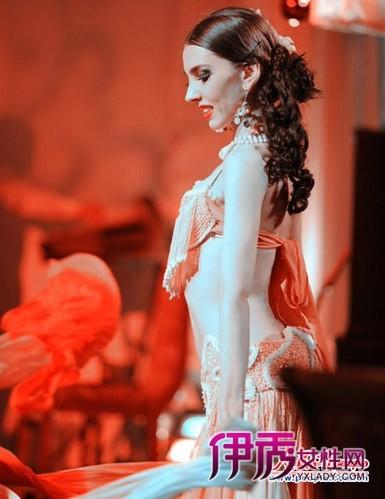 街拍哈萨克斯坦美女前卫着装 感受神秘中亚 1 7