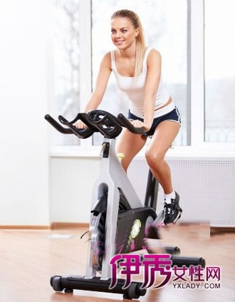 夏季室内运动健身效果一样杠杠的_运动减肥_男生女生接吻图片
