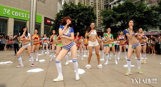 美少女激情坝坝舞助阵世界杯