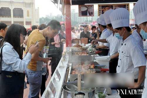 【广州市美食节】美食云集小心吃撑 本身患病更应小心
