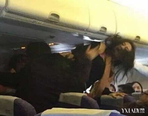 日前,有两名女子在飞机上大打出手,据悉是嫌弃小孩子哭闹太大声了