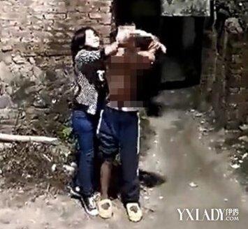 虐打裸体过程被拍