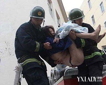 【图】裸体钻烟囱见男友全裸曝光!图片