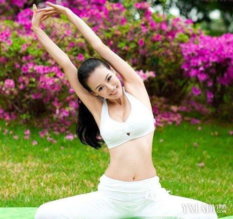 高清动作美女教练教练教你做好瑜伽瑜伽做美女a高清图片图片