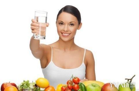 你知道喝水的好处 那些人群不适合多喝水图片